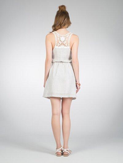 COLINS белый женский платья<br>Пол: женский; Цвет: белый; Размер INT: S;