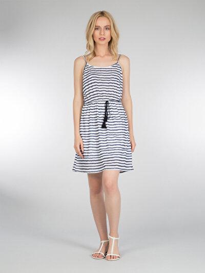 COLINS белый женский платья<br>Пол: женский; Цвет: белый; Размер INT: M;