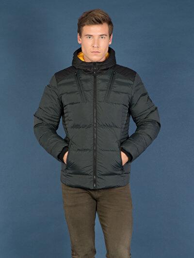 COLINS зеленый мужской куртки<br>Пол: мужской; Цвет: темный зеленый; Размер INT: M;