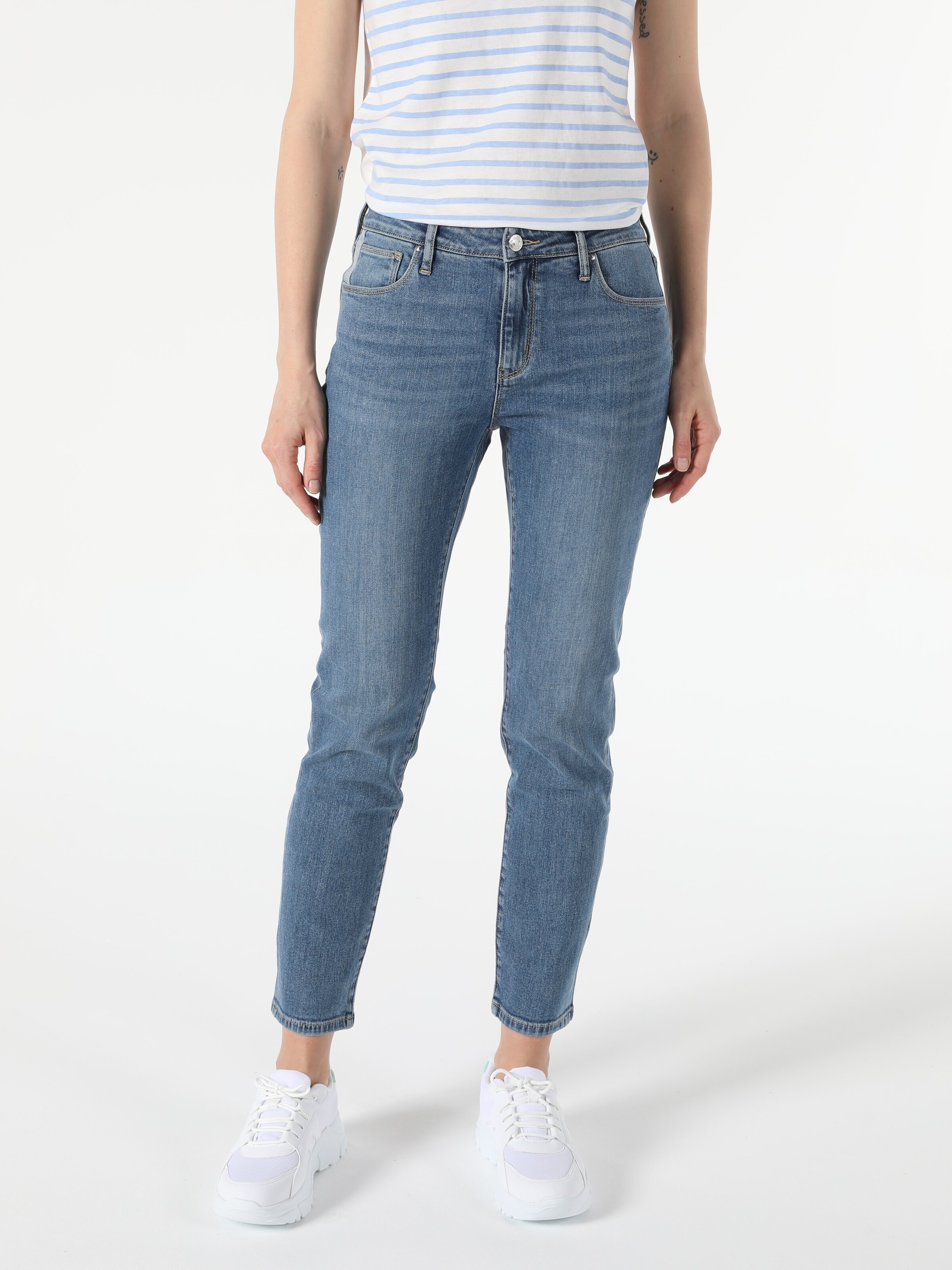 Показать информацию о Женские прямые джинсы  703 CARLA slim fit CL1055530