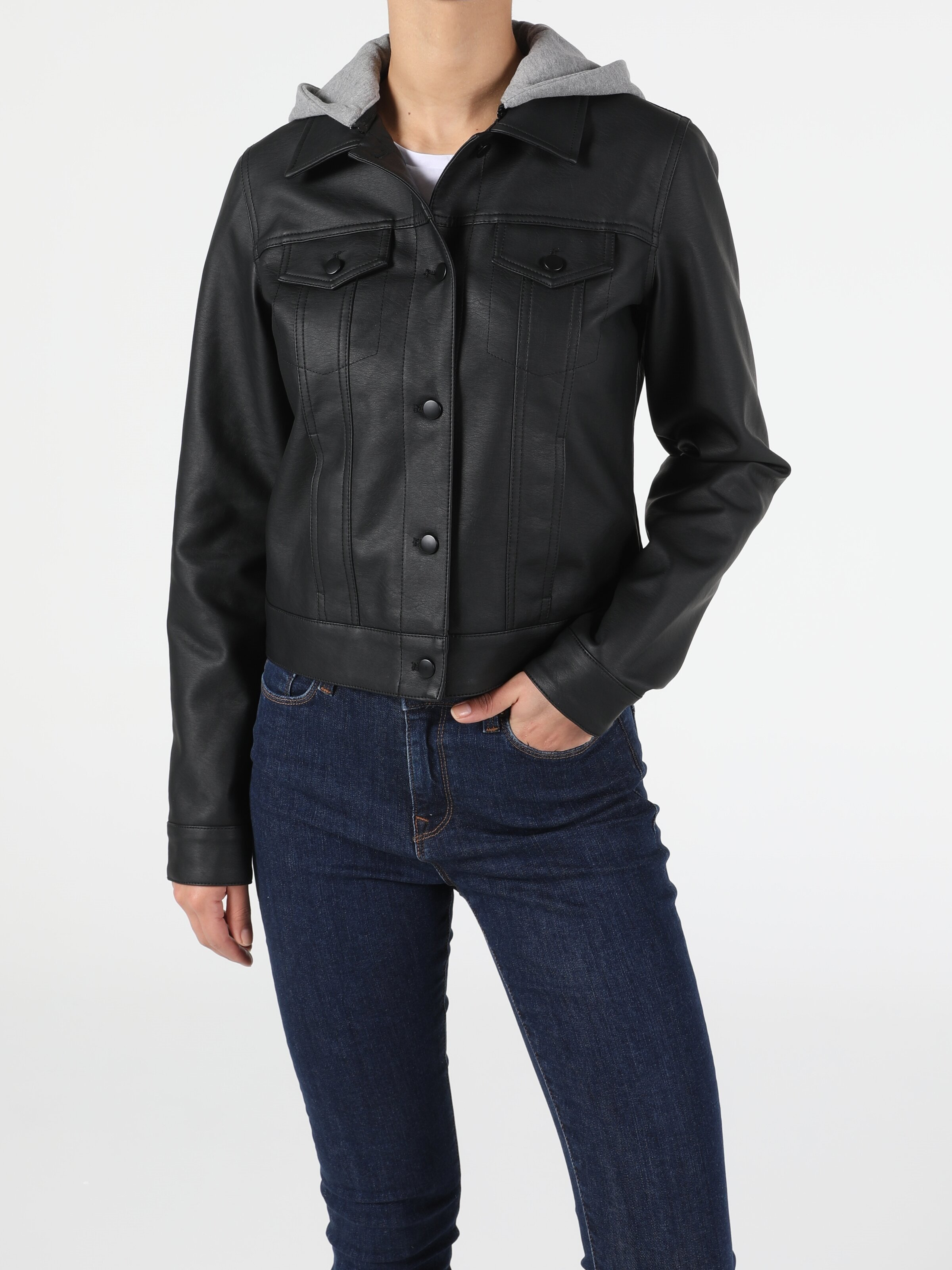 Показать информацию о Женская куртка из эко-кожи slim fit CL1053023