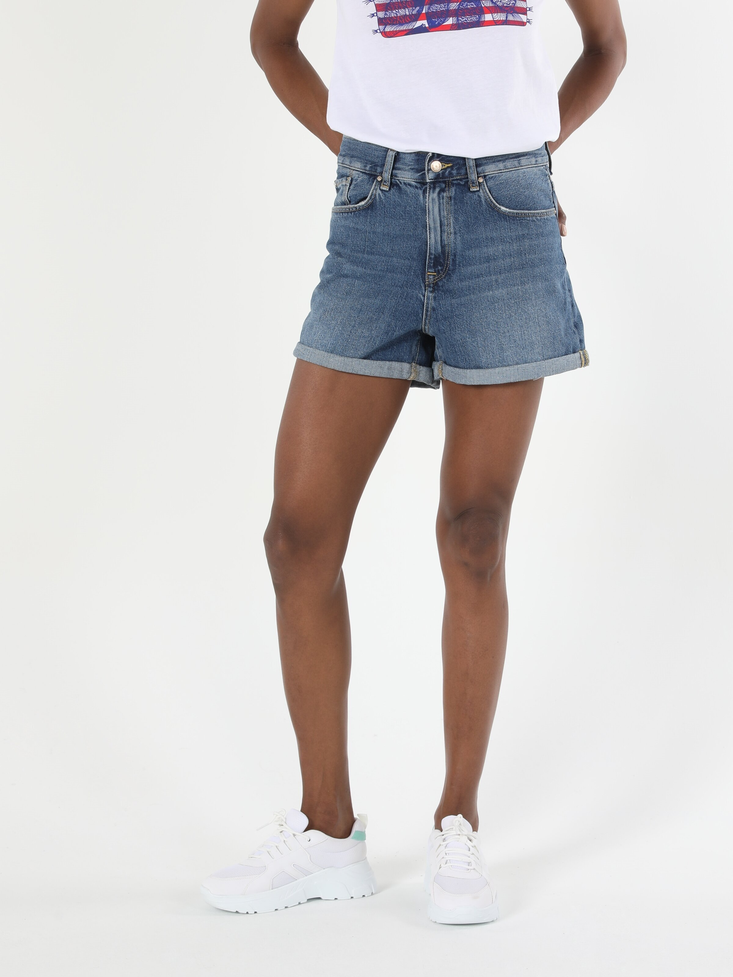 Показать информацию о Женские Укороченный шорты regular fit CL1054629