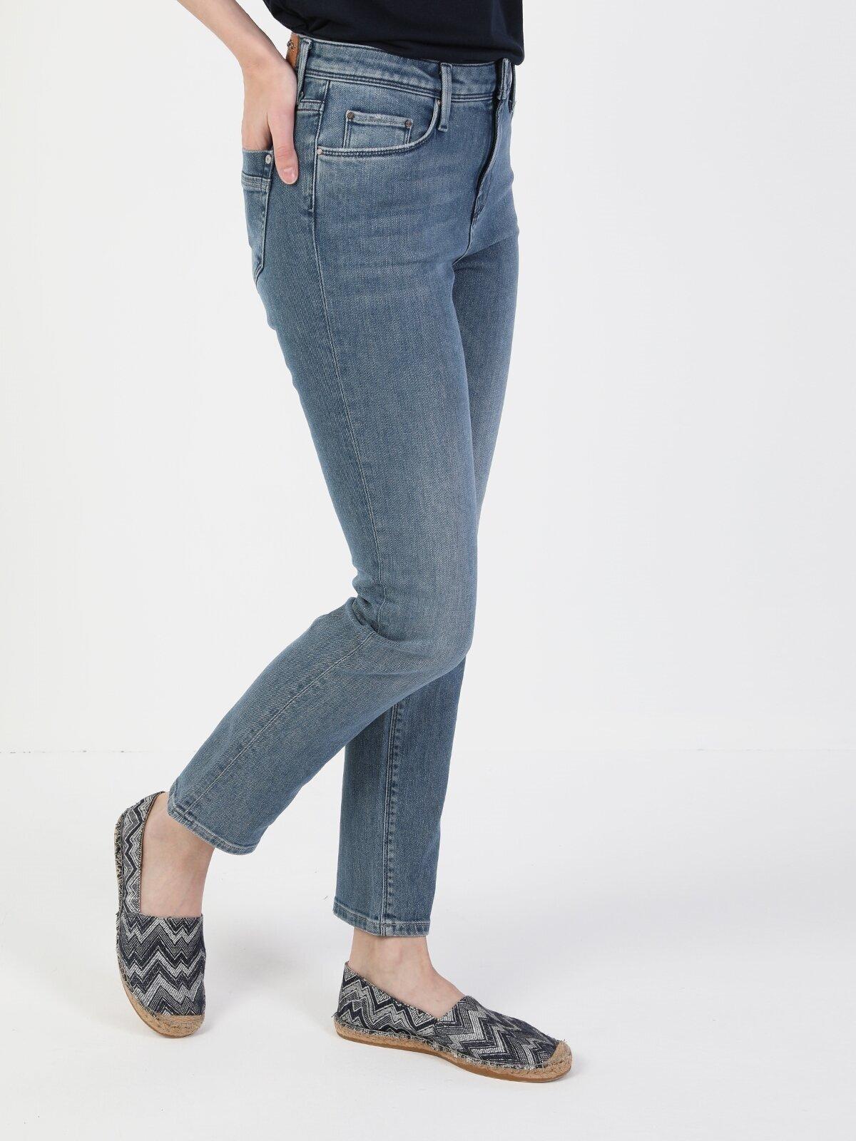Показать информацию о Женские прямые джинсы  703 CARLA slim fit CL1049664