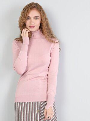 Изображение Розовый жен. Свитеры