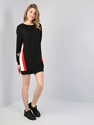 Изображение Черное Платье С Длинными Рукавами И U-Образным Вырезом
