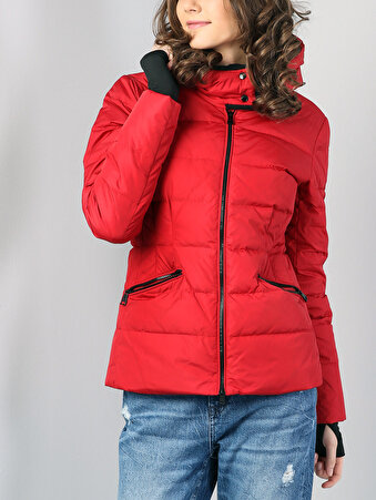 Изображение Дутая Красная Куртка Женская Воротник Со Стойкой И Капюшо́ном