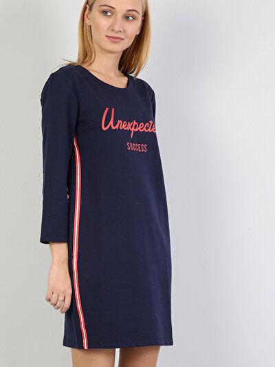 Изображение Темно-Синое Платье С Длинными Рукавами И U-Образным Вырезом