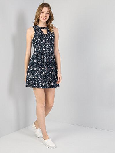 Изображение Темно-Синое Платье Без Рукавов С V-Образным Вырезом