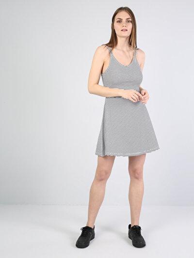 Изображение Темно-Синое Платье Без Рукавов С Круглым Вырезом