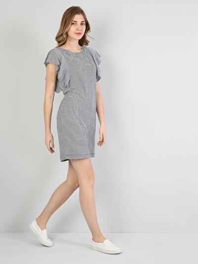 Изображение Темно-Синое Платье С Короткими Рукавами И U-Образным Вырезом